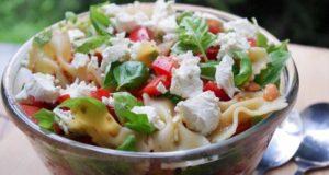 Makaronų salotos su pomidorais ir sūriu