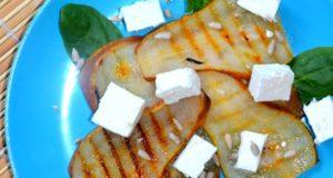 Keptų kriaušių salotos su feta