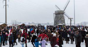 Šiauliečiai žiemą vijo su dainomis ir šokiais
