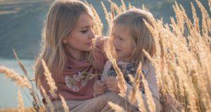 Kaip suaugusieji stiprina ir žaloja vaiko savivertę?
