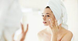Kaip gaivinti po žiemos papilkėjusią ir išsausėjusią veido odą?