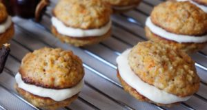 Morkų sausainiai, pertepti varškės kremu