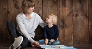 Siūloma, kad papildomą laisvadienį turėtų ir vieną vaiką auginantys tėvai