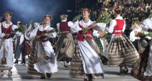 Tūkstančiai atlikėjų pakvies į įspūdingą muzikos, dainos ir šokio spektaklį Kalnų parke