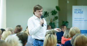 """Metų mokytojas S. Šabanovas: """"Telefonų iš vaikų vasarą atimti nereikia"""""""