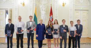 """Prezidentė pasveikino """"Lietuvos tūkstantmečio vaikų"""" nugalėtojus"""