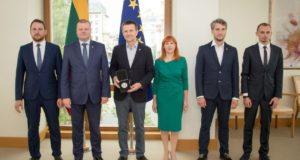 Profesoriui V. Šikšniui įteiktas išskirtinis šimtmečio medalis