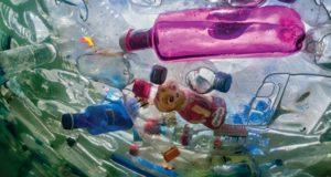 Mes skęstame plastike. Kaip sustabdyti jo potvynį?
