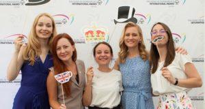 Jungtinės Karalystės ambasadoje apdovanoti jaunieji lyderiai