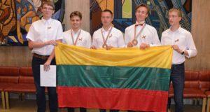 Iš tarptautinės fizikos olimpiados – su sidabro ir bronzos medaliais