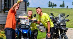 Pasaulį motociklais apkeliavę lietuviai pasiekė rekordą