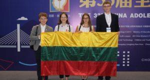 Jaunieji tyrėjai iš Kinijos grįžo su antros ir trečios vietos apdovanojimais