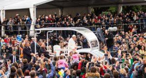 """Popiežius jaunimui: """"Neleiskite, kad pasaulis jus įtikintų, jog geriau yra eiti po vieną"""""""