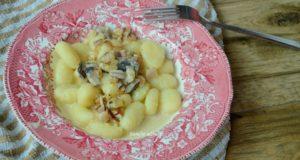 Bulvinukai su grybų padažu